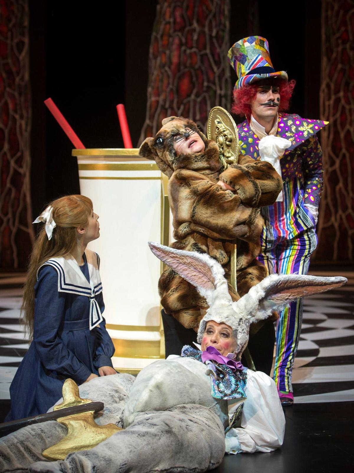 bernhard-duss-kostümbildner-costumedesign-alice in wonderland-kostüme-costumes