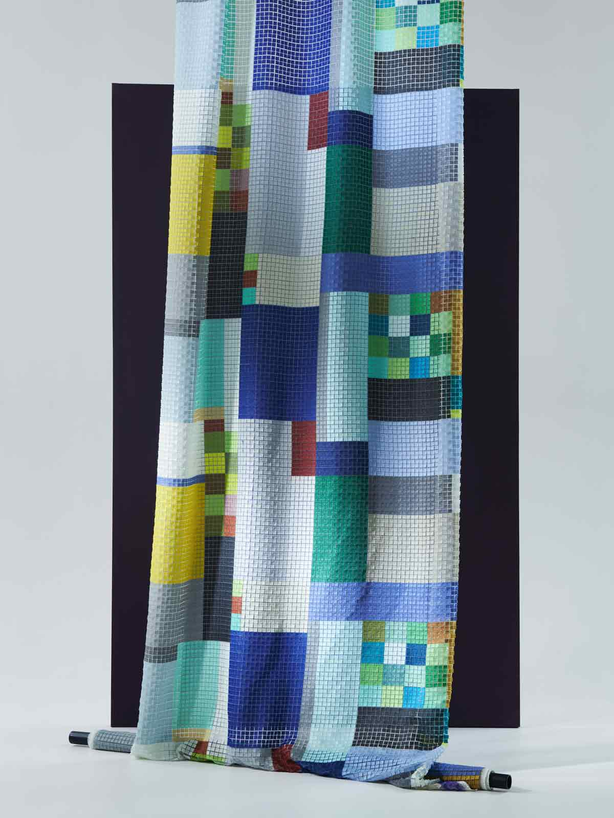 bernhard duss-jakob schlaepfer-curtains-decoration-wallcoverings-textiledesign-tapeten-designer-custom made wallcovering-inkjetprint-interiorfabrics-interior collection-embroidery